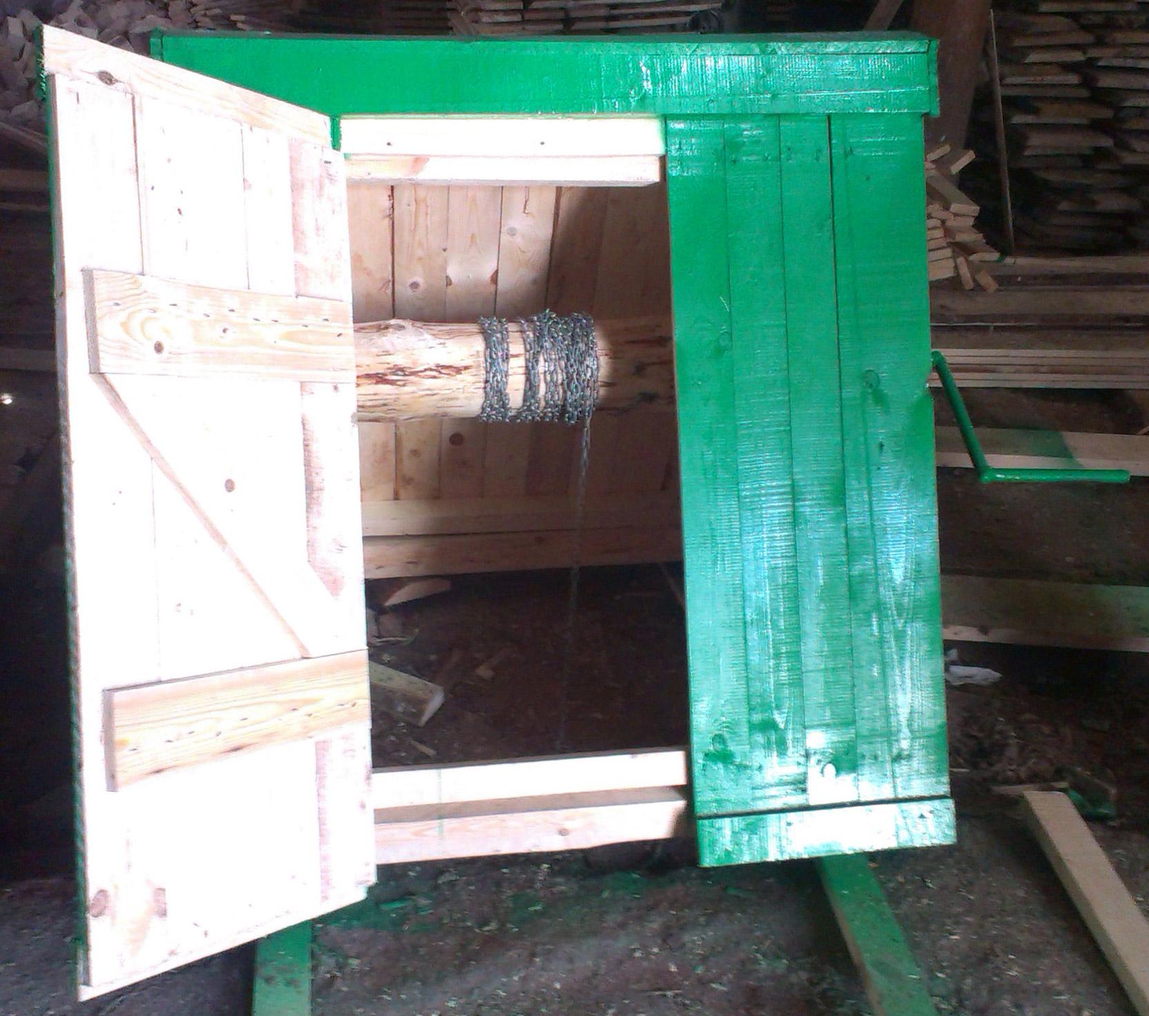 Домик для колодца с бараном